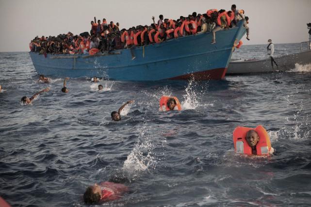Dimanche, plus de 1100 migrants avaient déjà été... (Photo AP)