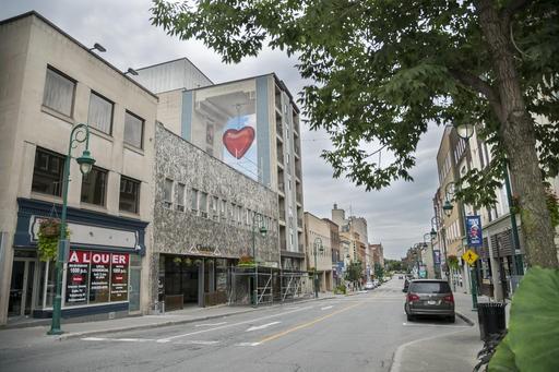 La fameuse murale dévoilée en fin de semaine au centre-ville de Sherbrooke fait... (Spectre Média, Marie-Lou Béland)