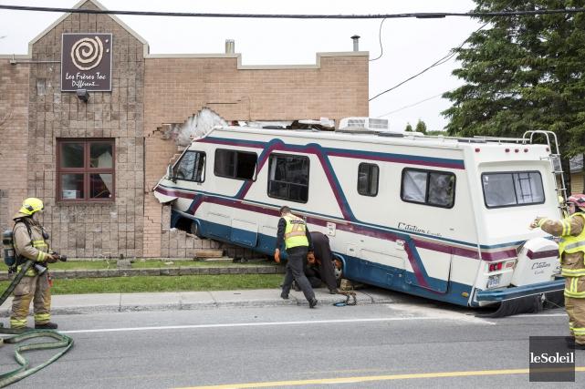Le 9 juin, un véhicule récréatif avait fracassé... (Photothèque Le Soleil, Steve Jolicoeur)