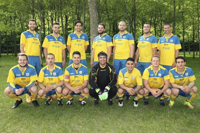 Les Cosmos senior AA évoluant en deuxième division... (Fournie)