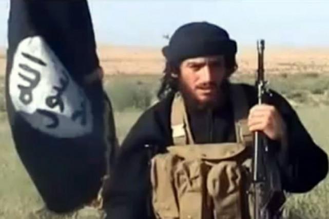 Le porte-parole de l'EI, Abou Mohamed al-Adnani, aurait... (Photo archives AFP/Capture d'écran YouTube)