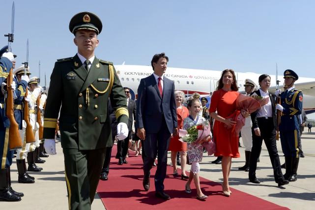 Justin Trudeau et sa famille à leur arrivée... (La Presse canadienne, Adrian Wyld)