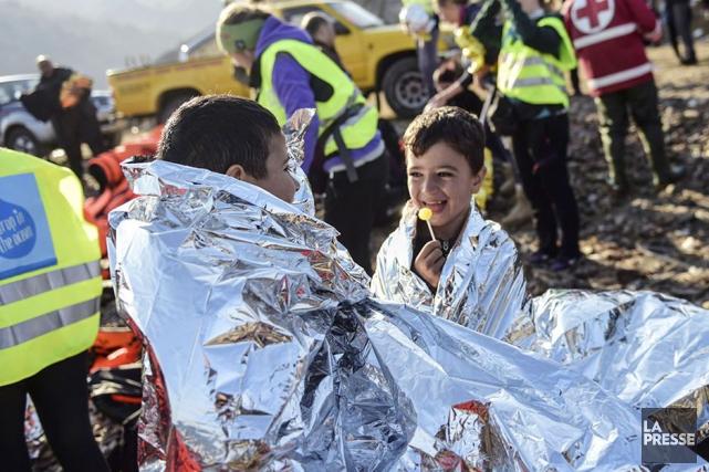 Des réfugiés syriens sur l'île de Lesbos en... (Archives AFP)
