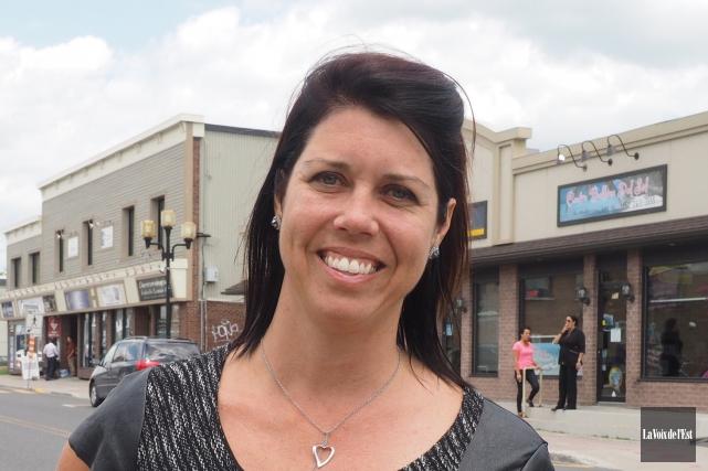 Cathy Bernard, dollars chambre de commerce, cahier Cowansville.... (Alain Dion, archives La Voix de l'Est)