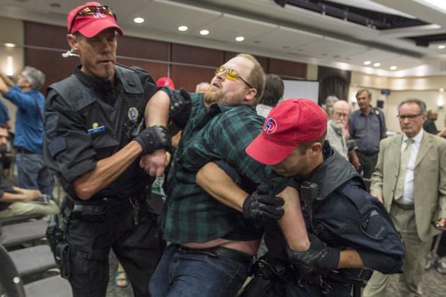 Lundi, un manifestant a réussi à déjouer la... (La Presse Canadienne, Paul Chiasson)