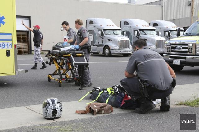 Les deux passagères du scooter ont été transportées... (Christophe Boisseau-Dion, La Voix de l'Est)
