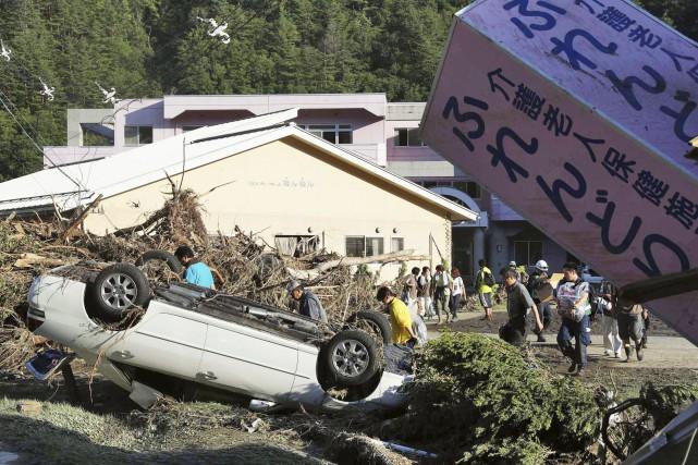 Le typhon Lionrock a frappé fort au Japon.... (Jun Hirata/Kyodo News via AP)