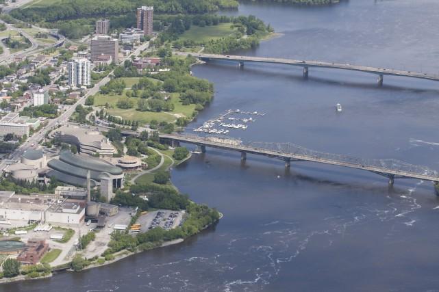 Vue aérienne du centre-ville de Gatineau... (Archives LeDroit)
