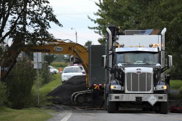 Des employés de la compagnie Pipeline Montréal ont... (photo Christophe Boisseau-Dion)