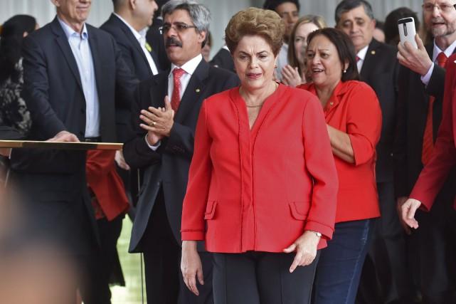 «Nous reviendrons», a promis l'ex-présidenteDilma Rousseff, s'exprimant devant... (photo Evaristo Sa, archives afp)