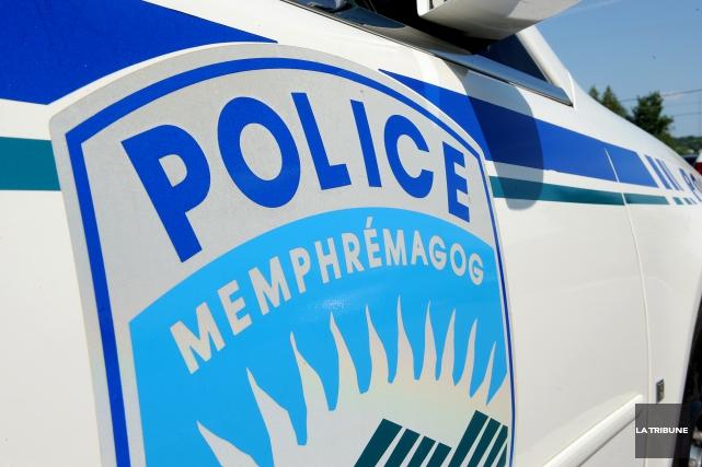 Les policiers de Magog étaient à la recherche, jeudi matin, de deux individus... (Archives La Tribune, Frédéric Côté)