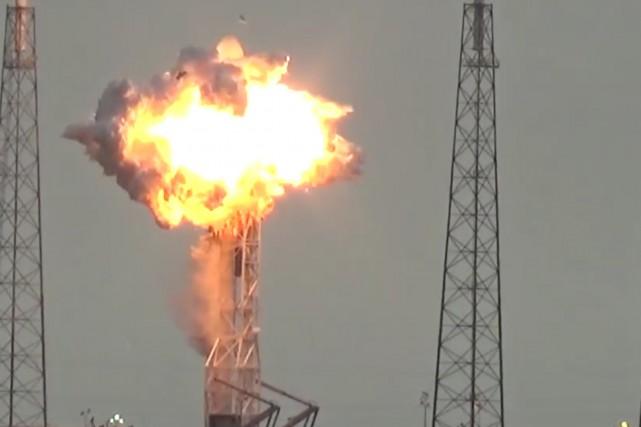 Une gigantesque explosion a secoué jeudi matin le... (Tirée d'une vidéo publiée sur Youtube par USLaunchReport)
