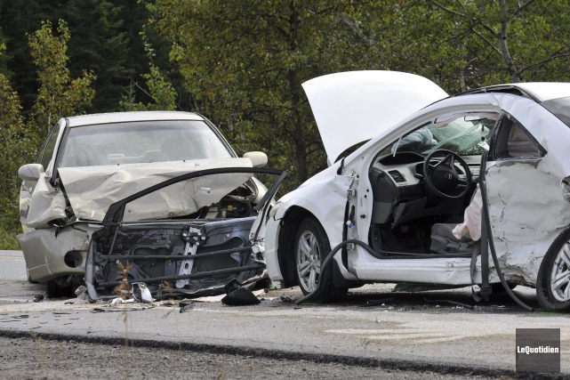Une collision entre deux voitures a fait deux... (Photo Le Quotidien, Rocket Lavoie)