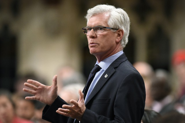 Le ministre fédéral des Ressources naturelles, Jim Carr... (PHOTO ARCHIVES LA PRESSE CANADIENNE)