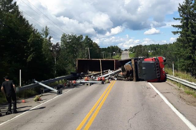 Un camion s'est renversé, entre La Doré et... (Photo courtoisie)