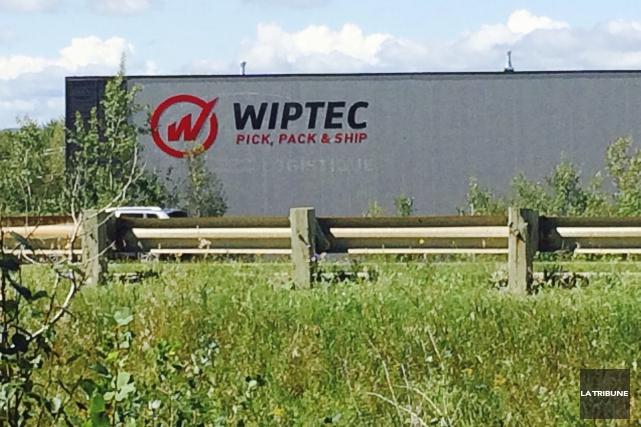 Le Centre de distribution de Wiptec, qui longe... (La Tribune, Luc Larochelle)