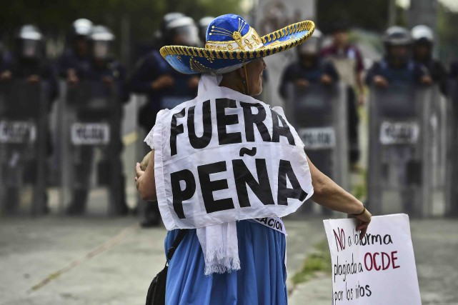 Dehors Pena, clamait une manifestante à Mexico.... (AFP, Ronaldo Schemidt)