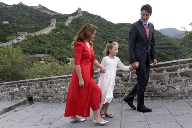 Le premier ministre Justin Trudeau, sa femme Sophie... (La Presse canadienne, Adrian Wyld)