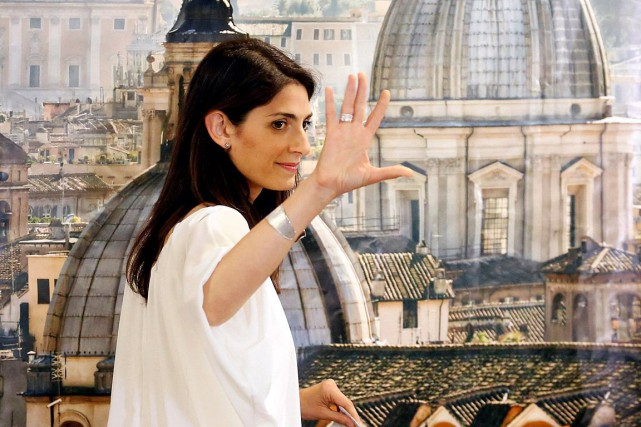 Virginia Raggi a remporté haut la main la municipale... (PHOTO REMO CASILLI, ARCHIVES REUTERS)