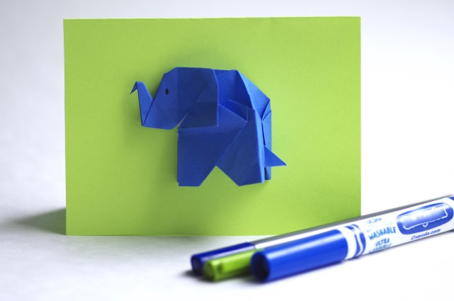Carte de voeux éléphant en origami (4,50 $)... (Photo fournie par Andréa Turcotte)