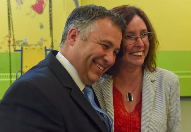 Le ministre de l'Éducation Sébastien Proulx et la... (Photo: Francçis Gervais)