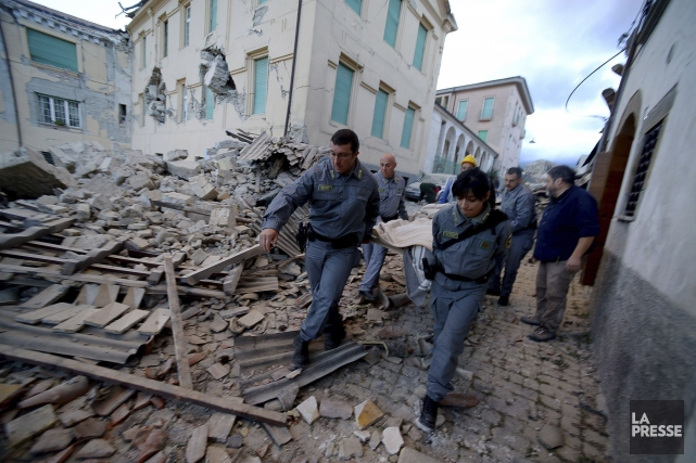 Le séisme en Italie a fait près de... (Archives AFP, Filippo Monteforte)