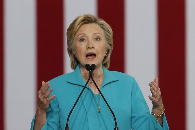 Selon les documents publiés vendredi, Hillary Clintona expliqué... (Archives AP)