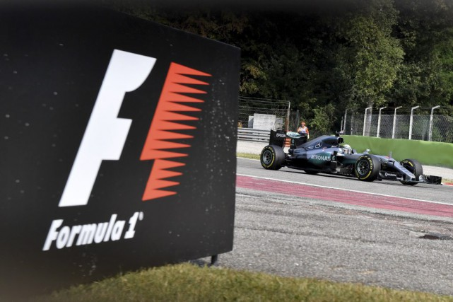 Lewis Hamilton tentera, ce week-end, de devenir lele... (Andrej Isakovic, AFP)