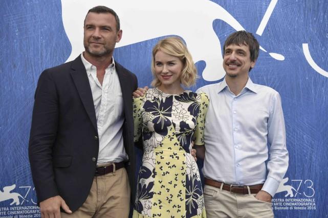 Les acteurs Liev Schreiber et Naomi Watts posent... (AFP)