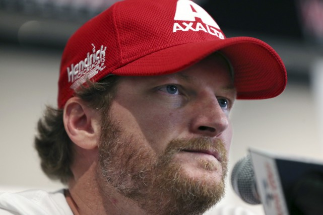 Dale Earnhardt fils ratera le reste de la... (Mel Evans, Associated Press)