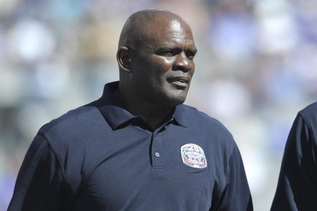LawrenceTaylor a joué pendant 13saisons dans la NFL,... (PHOTO BILL KOSTROUN, ARCHIVES AP)