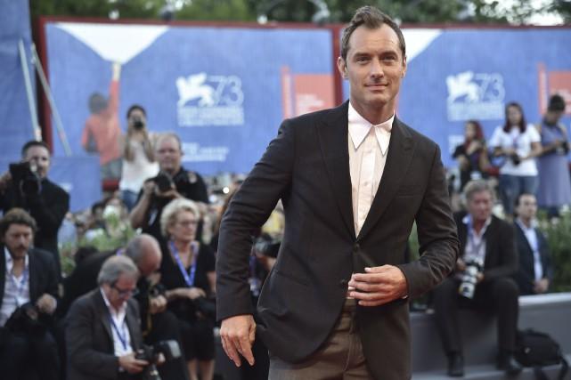 Jude Law était attendu avec impatience samedi sur... (AFP, TIZIANA FABI)