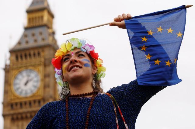 À Londres, les manifestants ont marché dans le... (REUTERS)