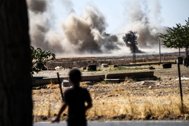 Scène de combat près de la frontière entre... (Photo AFP)