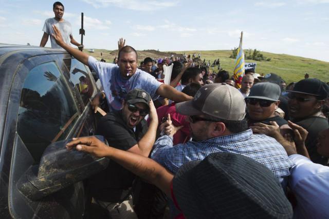 Certains manifestants ont été blessés et présentaient des... (PHOTO ROBYN BECK, AFP)