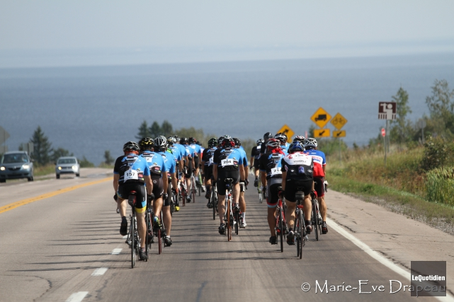 Près de 220 cyclistes ont fait le tour... (Archives Le Quotidien)