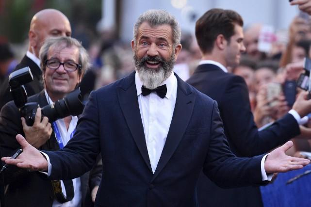 Mel Gibson, barbe blanche et cheveux coupés en... (AP, Ettore Ferrari)