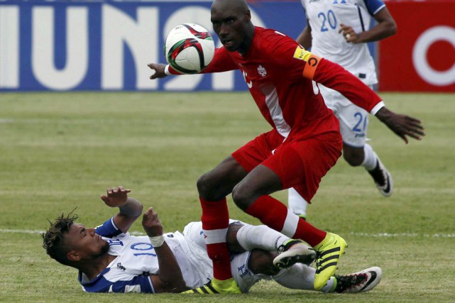 Atiba Hutchinson... (PHOTO JORGE CABRERA, REUTERS)