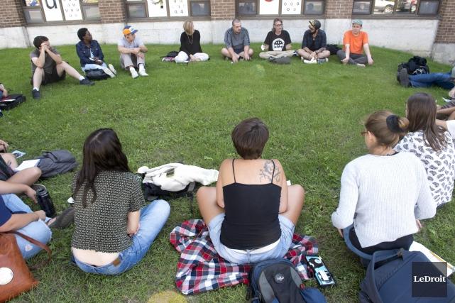Durant le week-end, les syndicalistes étudiants ont travaillé... (Martin Roy, LeDroit)