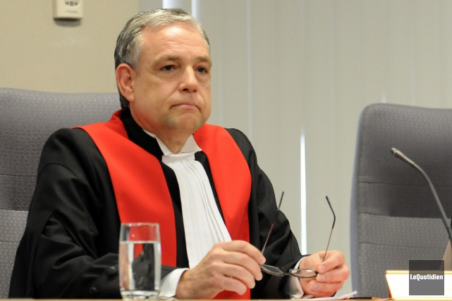Le juge Michel Boudreault est réprimandé par le... (Archives Le Quotidien, Rocket Lavoie)