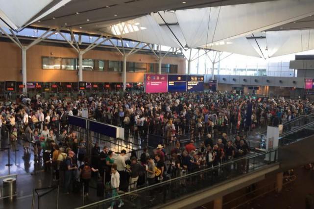 La majorité des voyageurs débarqués vers 18h à... (PHOTO TIRÉE DU COMPTE FACEBOOK DE DOMINIC FUGÈRE)