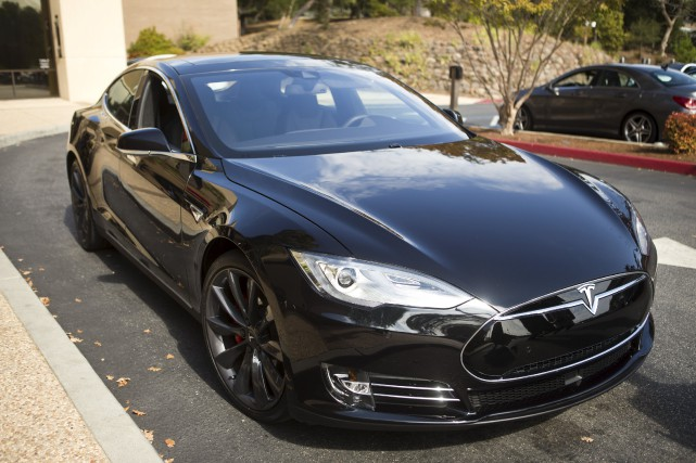 Une Tesla Modèle S semblable à celle-ci a... (Photo REUTERS)