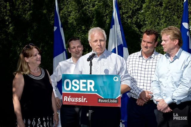 Pour Jean-François Lisée (au centre), le recrutement de... (Photo André Pichette, La Presse)