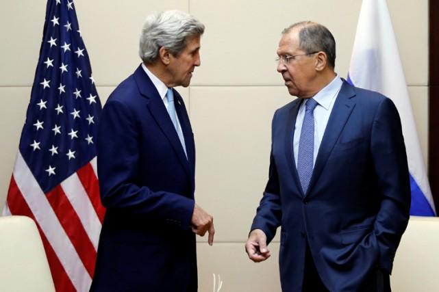 John Kerry et SergueïLavrov lors d'une rencontre au... (ARCHIVES REUTERS)