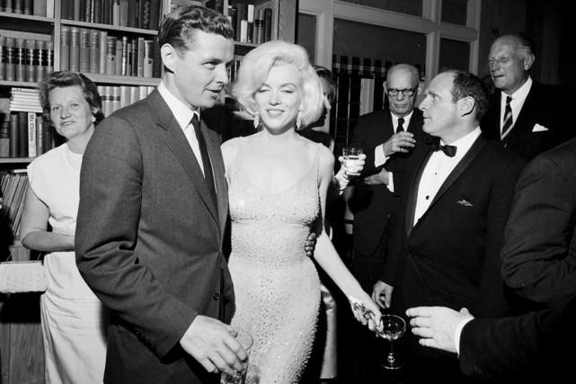 Marilyn Monroe a porté la célèbre robe légère... (AP)