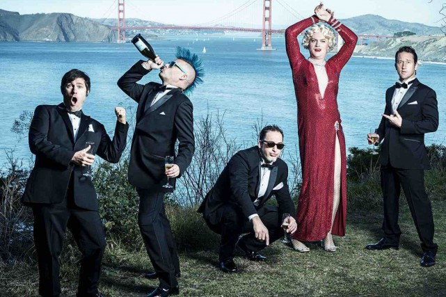 Le supergroupe californien Me First and the Gimme Gimmes débarque... (©Jay Blakesberg)