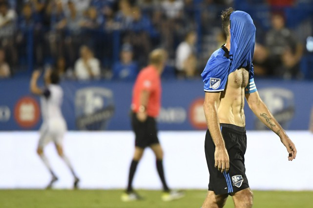 Ignacio Piatti s'est caché le visage après le... (Photo Bernard Brault, La Presse)
