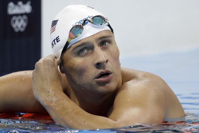 Le nageur américain Ryan Lochteet trois de ses... (Photo Michael Sohn, AP)