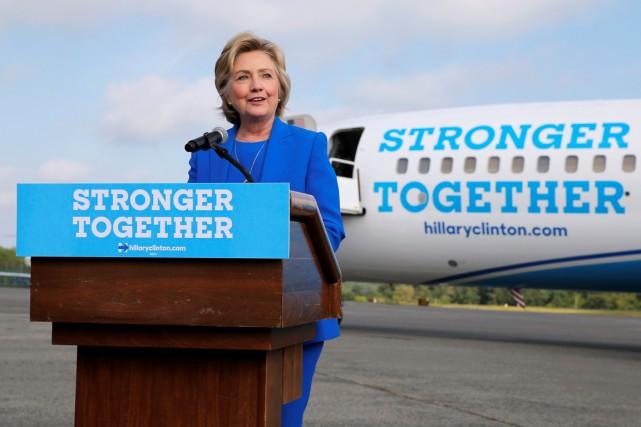 La candidate démocrate a attaqué le républicain pour... (photo Brian Snyder, REUTERS)