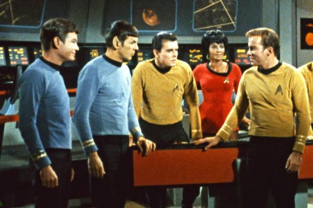 Leonard Nimoy (deuxième en partant de la gauche),... (PHOTO ARCHIVES AP)